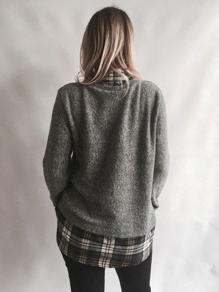 Sweter z kołnierzem w kratę szary
