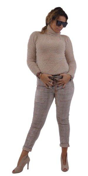 Beżowy sweter-golf z długim włosem