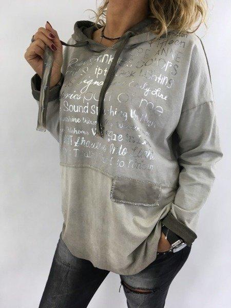Bluza beżowa w napisy z kapturem.