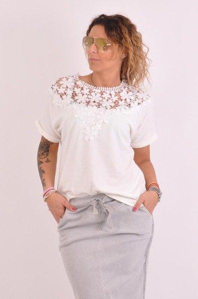 Bluzka biała-dekolt koronka