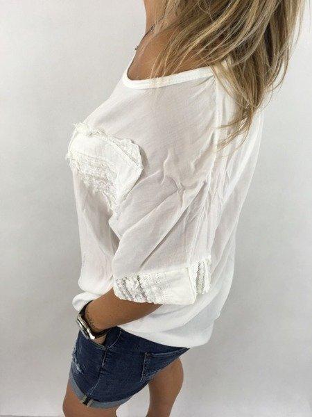 Bluzka biała w koronkowe serca.
