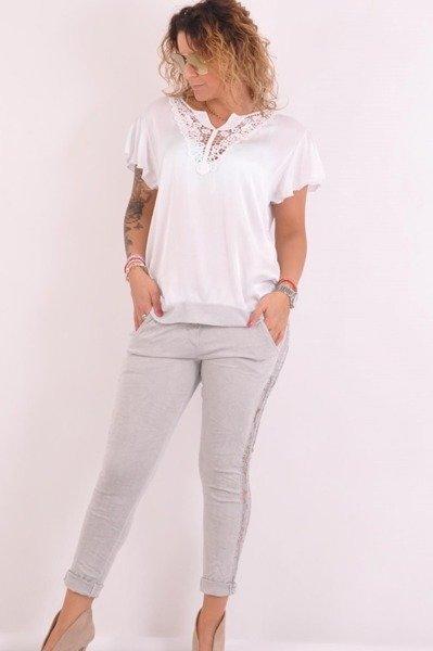 Bluzka biała z gipiurą przy dekolcie