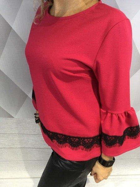 Bluzka różowa z koronką.