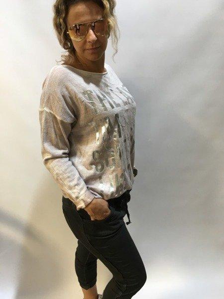 Bluzka w srebrne napisy