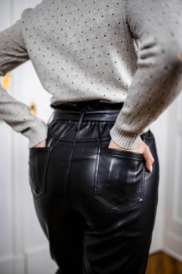 Cudownie modelujące figurę spodnie skórzane M