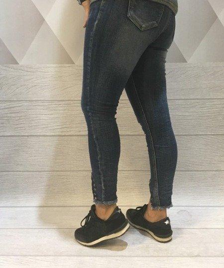 Jeansy z ozdobnymi nogawkami L.