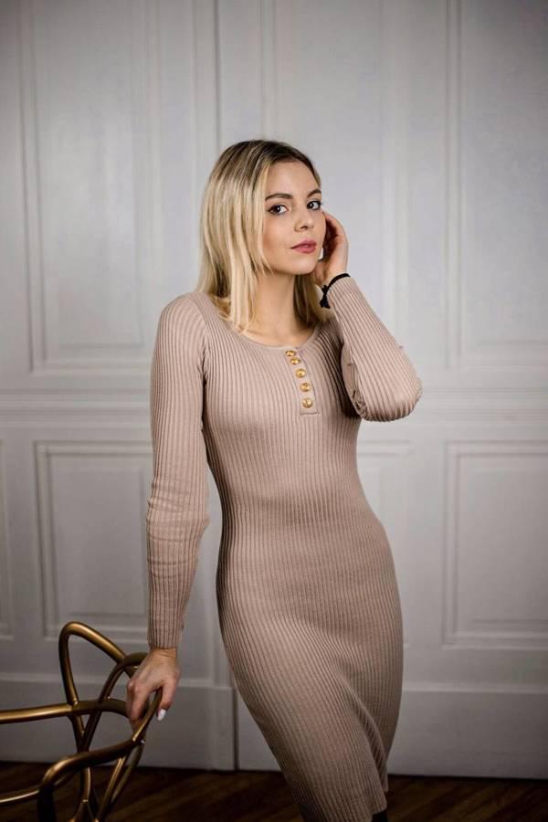 Kobieca sukienka beżowa z guziczkami
