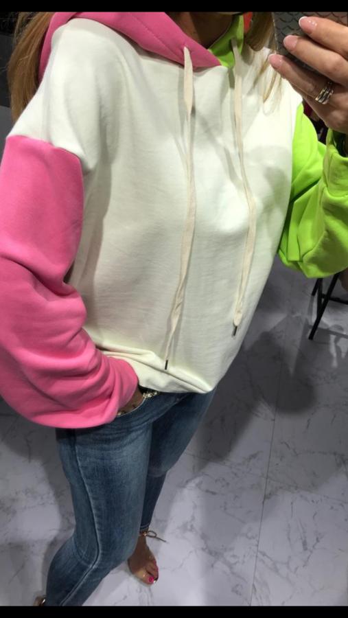 Oryginalna bluza z zielono-różowymi rękawami