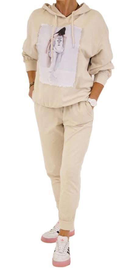 Spodnie beżowe dresowe bawełniane.