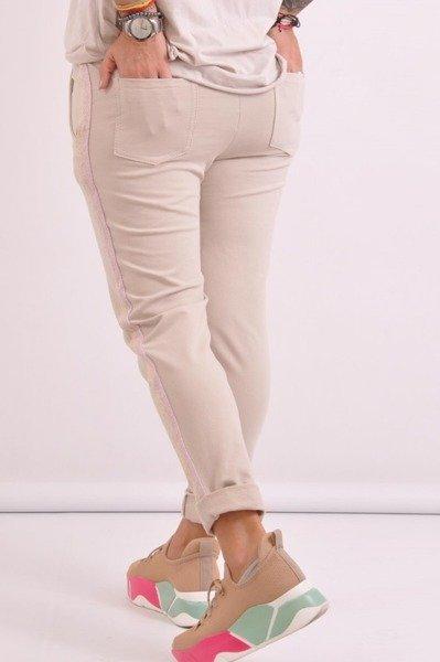 Spodnie beżowe z lampasem