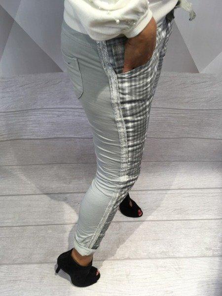 Spodnie szare dresowe w krate.