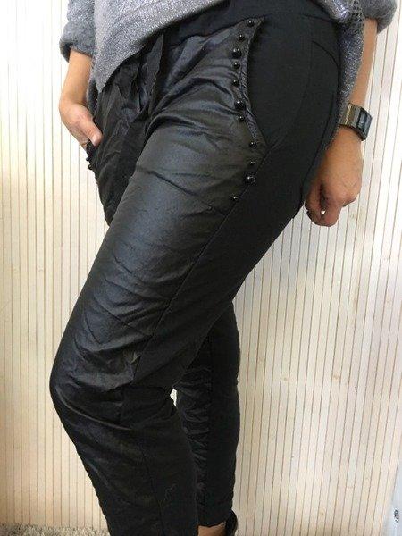 Spodnie w czarne perły