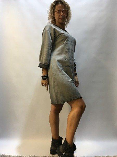 Sukienka dresowa z napisami - szara