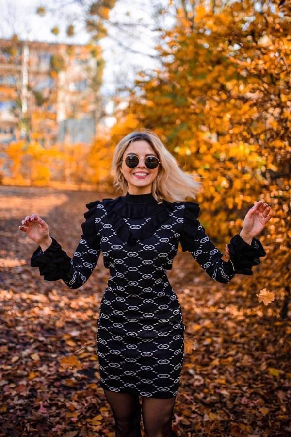 Sukienka dzianina czarna we wzór falbanki