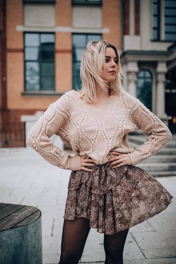Sweter beżowy z perełkami