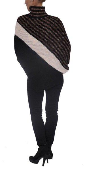Sweter czarny asymetryczny.