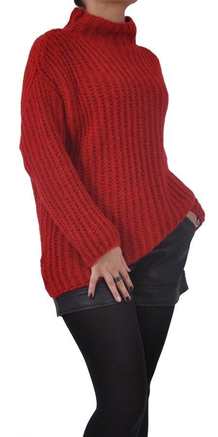 Sweter czerwony na stójce