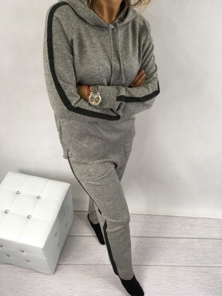 Sweter i spodnie komplet
