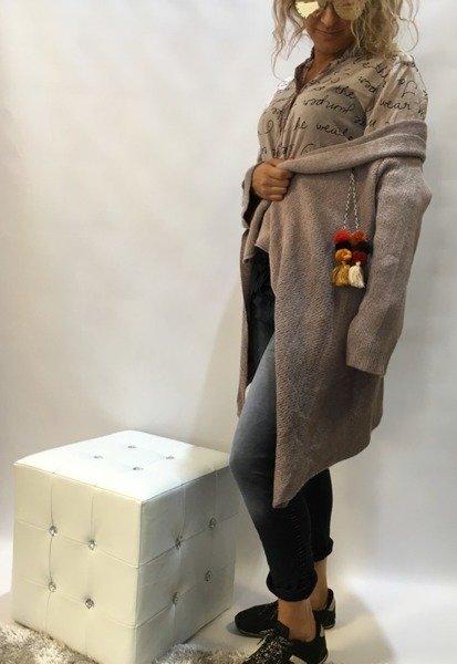 Sweter-narzutka z pomponami
