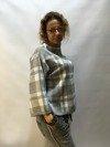 Sweter w szarą kratę